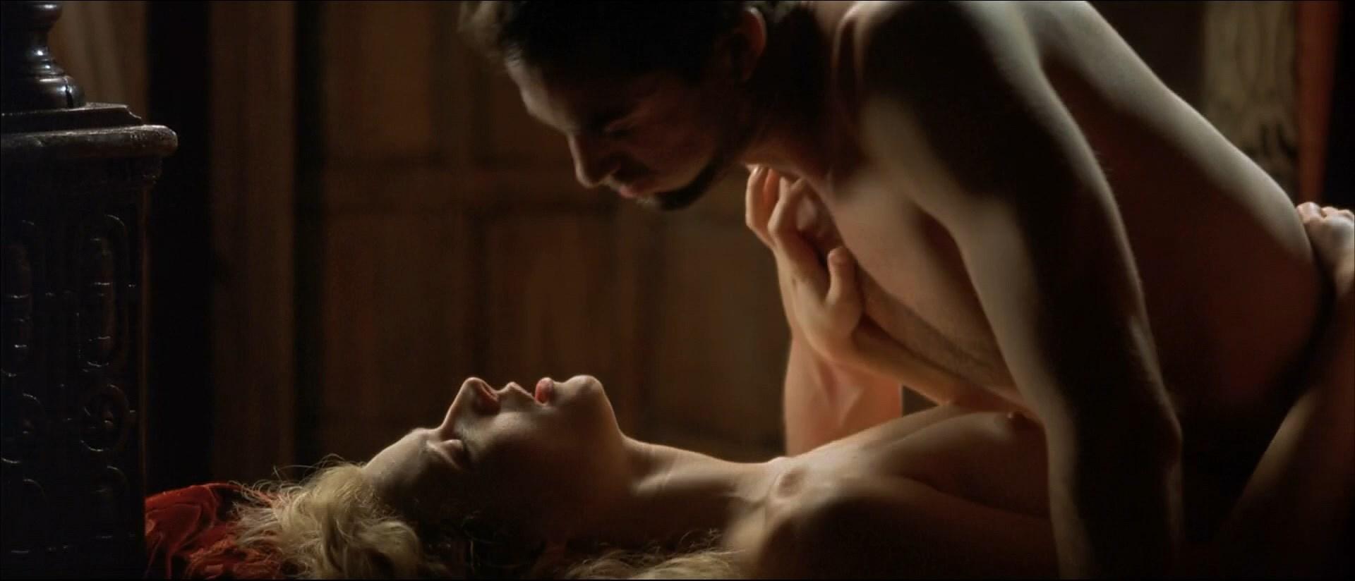работаете секс сцена в фильме зашла спальную