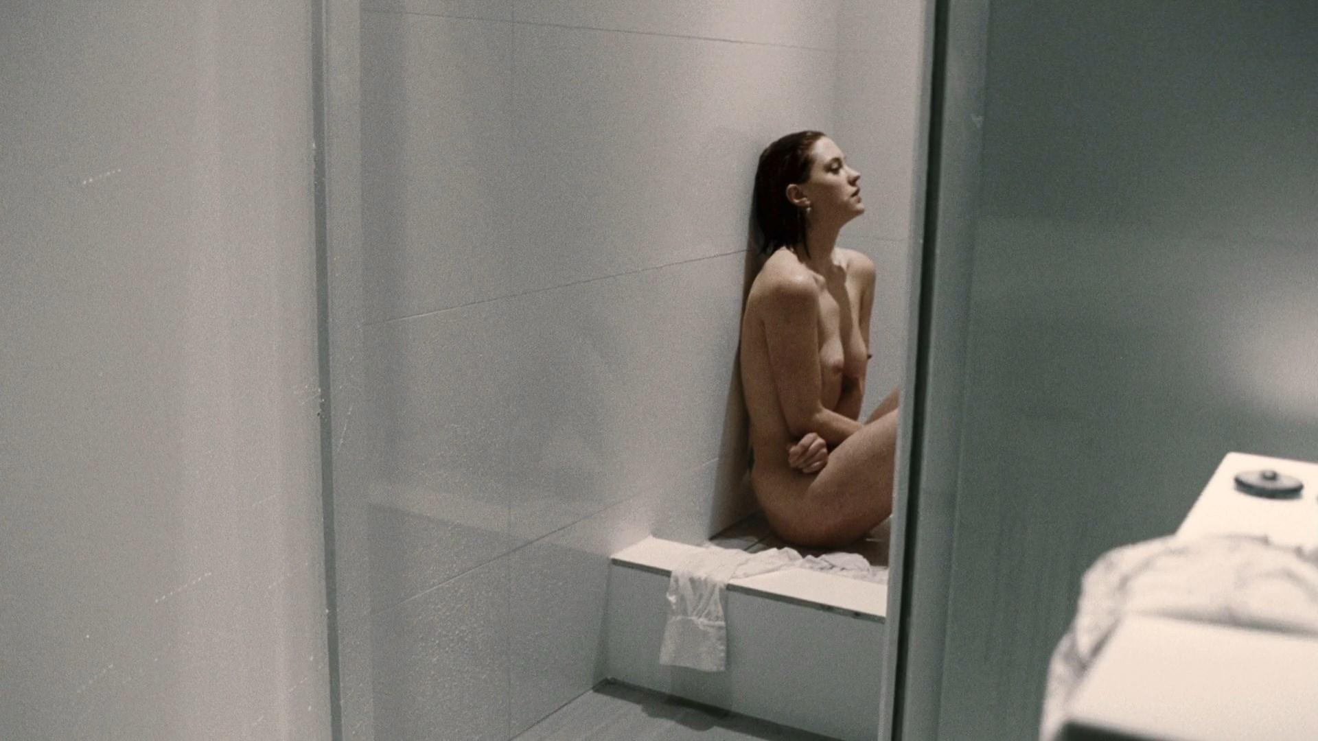 Lauren socha naked